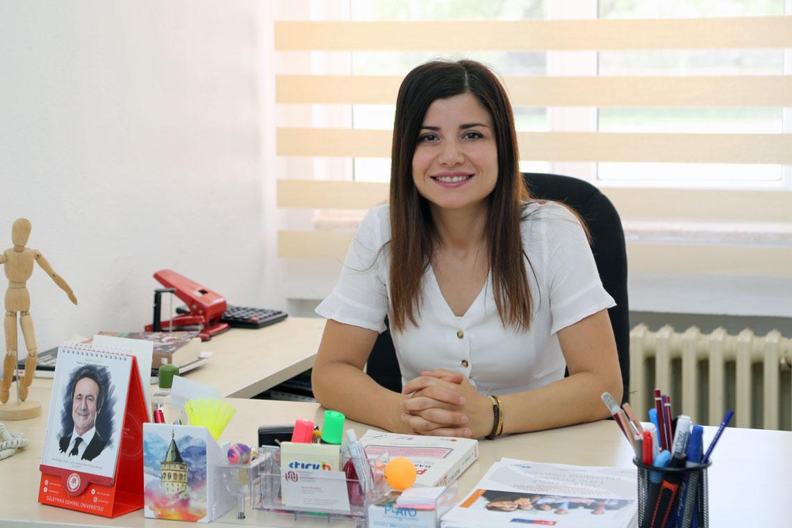 Elif TOPAL